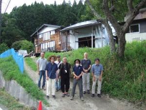 案内役をしていただいたOさんと記念写真。後ろはOさんが調査の拠点のためにと、移住を計画している田村市都路のお宅。